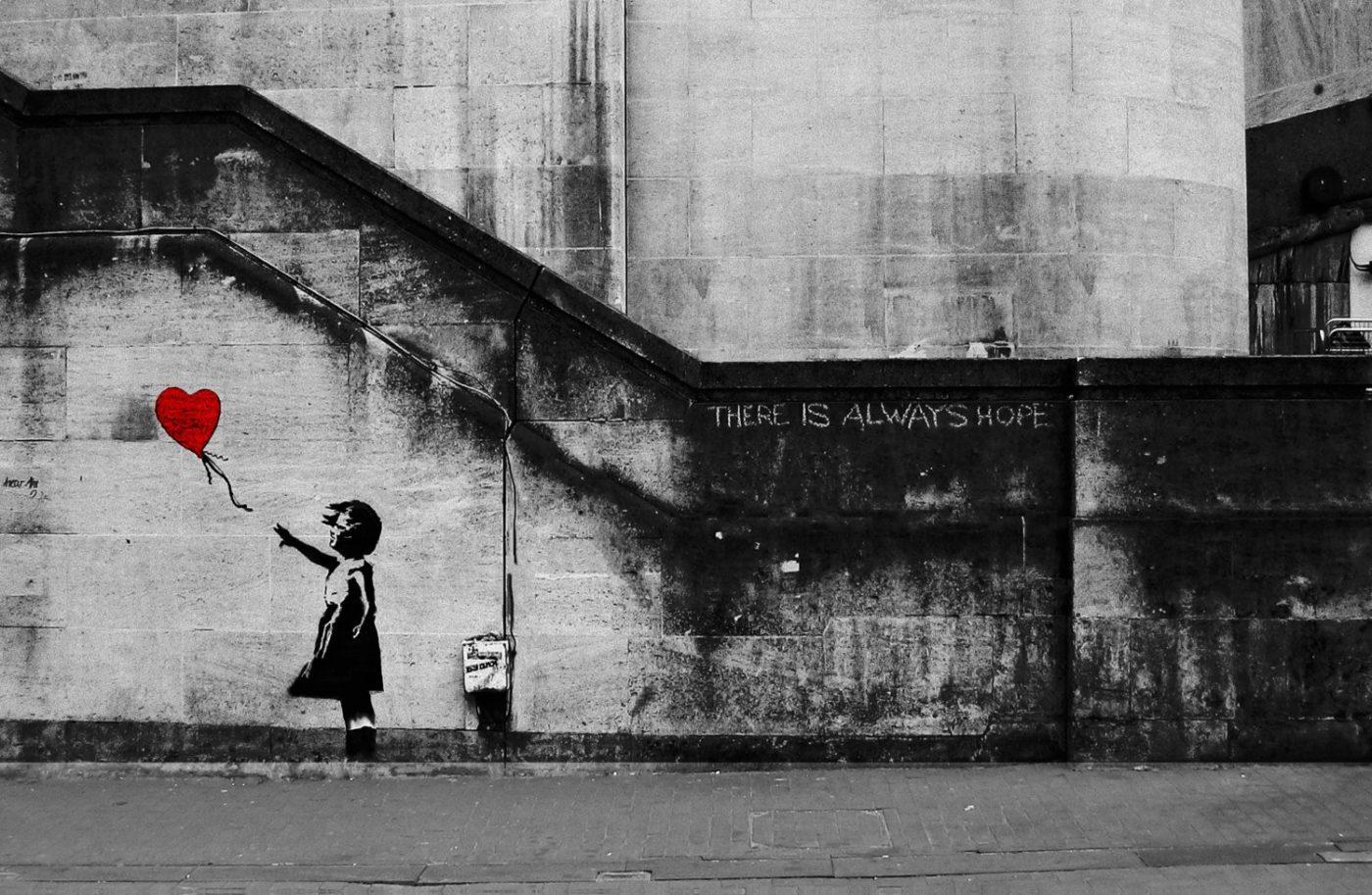 Vendue 1,2 million d'euros, Banksy détruit «Girl with Balloon»